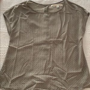Max studio blouse with button back detail!